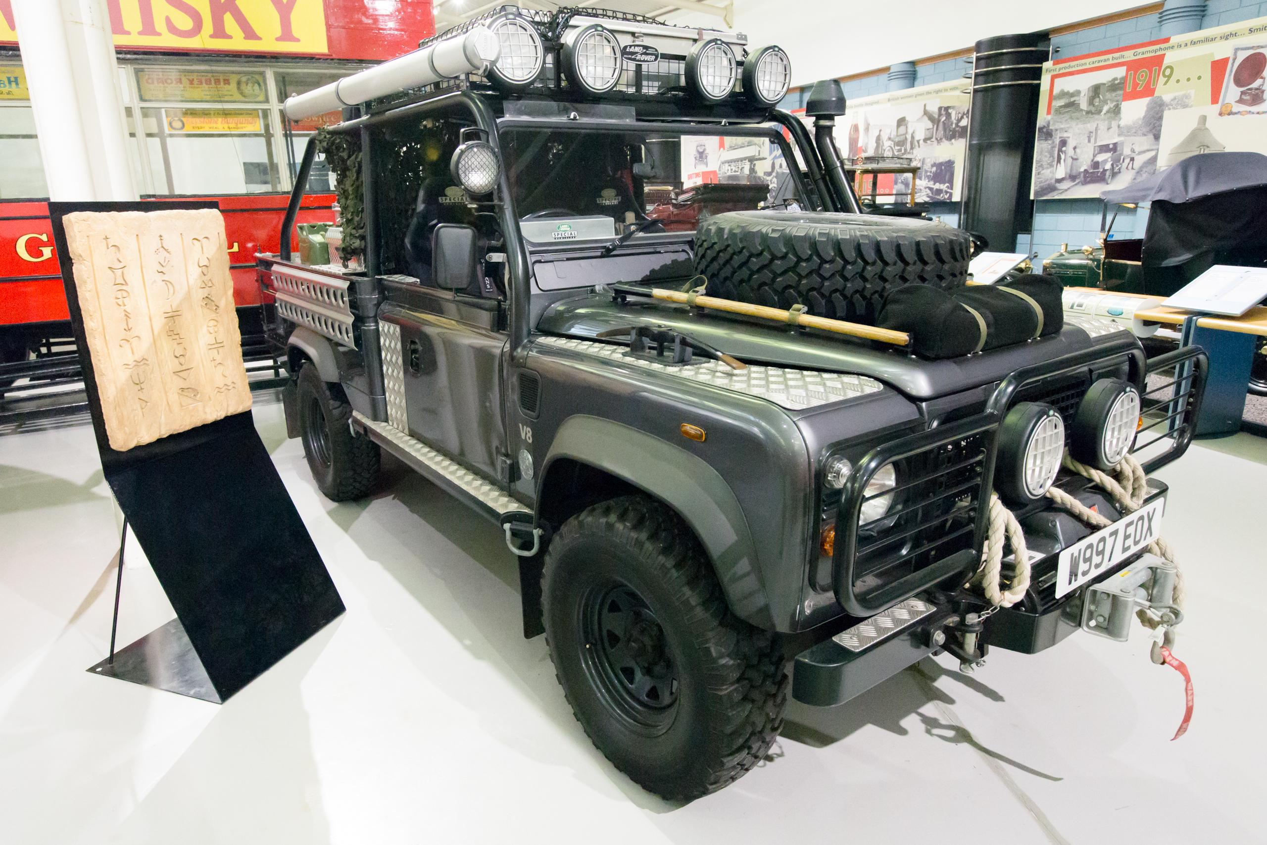 2013 land rover defender by kahn design youtube - Tomb Raider Defender Car Modifiers Kahn Design