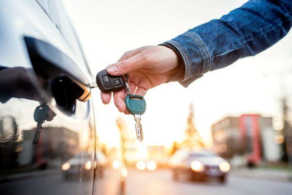 putting-key-into-car